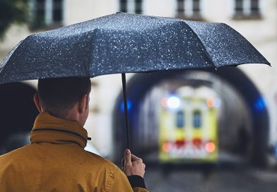 facet z parasolem